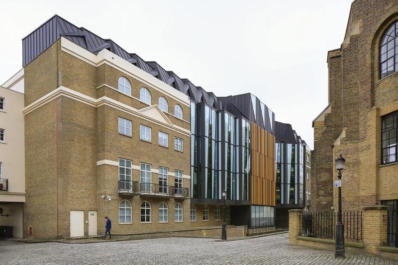 <br /><ul><li>Commercial & industrial</li><li>Pitched, flat & metal roofs</li><li>Offices, shops & warehouses</li></ul>